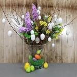 com-four® 24 Uova di Pasqua Decorative Bianche in plastica per Pasqua con Appendiabiti + 23 Immagini autoadesive di Pasqua (24 Pezzi - 6cm + Adesivo)