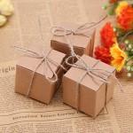 50pz Bomboniere Vintage Scatoline Carta Kraft Candy Scatole Regalo Piccole Carte e Nastro per il Battesimo Matrimonio Confetti